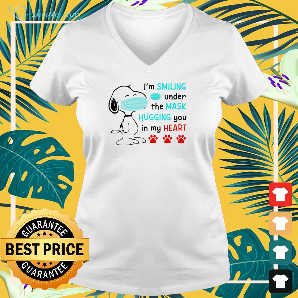 Snoopy face mask I'm smiling under the mask hugging you in my heart v-neck t-shirt