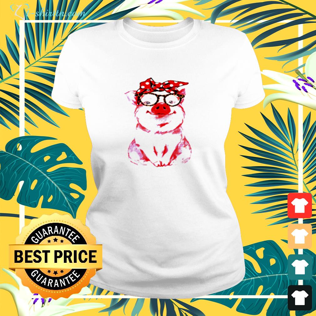 Pig wearing red bandana and leopard glasses ladies-tee